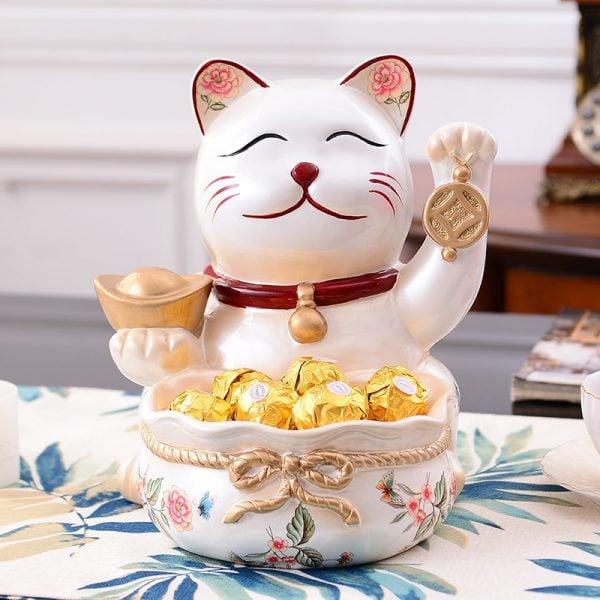 Resin Maneki Neko Lucky Cat Fengshui