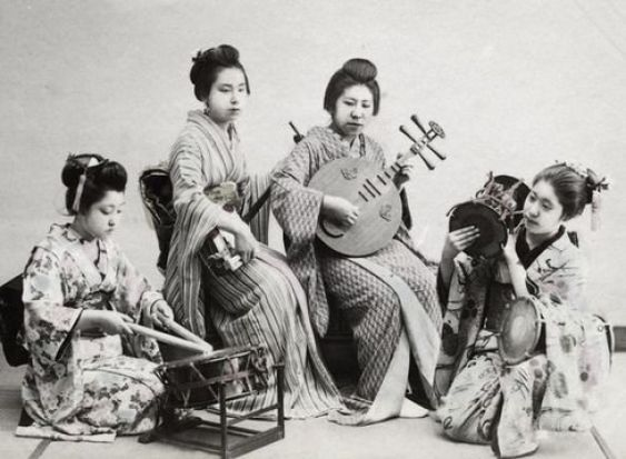 Ladies playing musical instruments. Late 19th century Japan. #musicalinstruments #chinese #musical #instruments